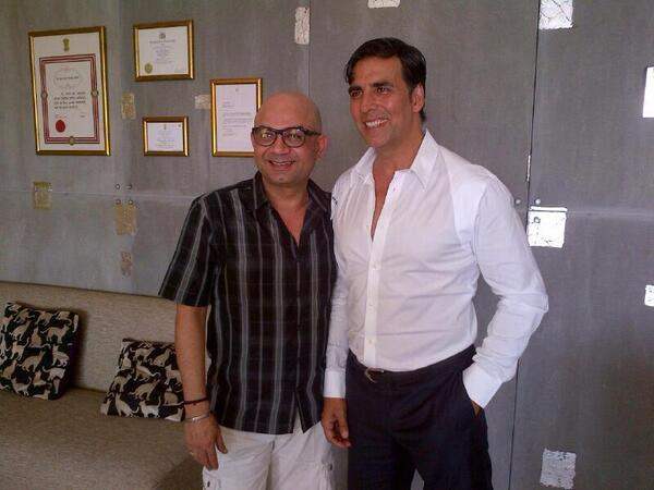 Spotted nicely dresses Akshay Kumar