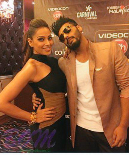 Stylish Arjun Kapoor with hot Bipasha Basu