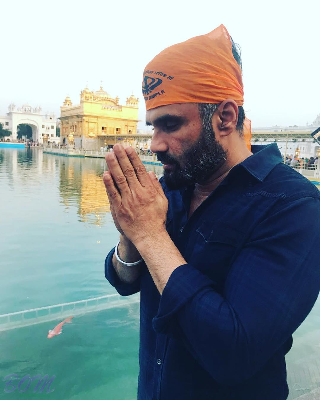 Suniel Shetty finds peace like never before in Golden Temple