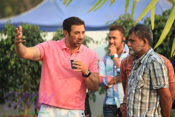 Sunny Deol enjoying a cup of Coffee while discussion continues for Ghayal Once Again