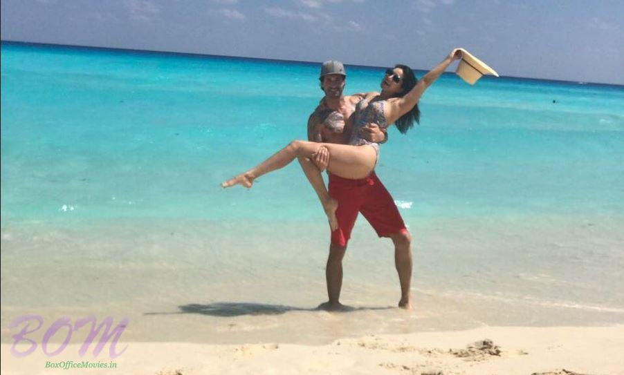 Sunny Leone in the hands of Daniel Webber on the beach side