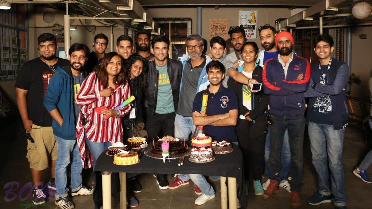 Sushant Singh Rajput and Shraddha Kapoor with the team Chhichhore