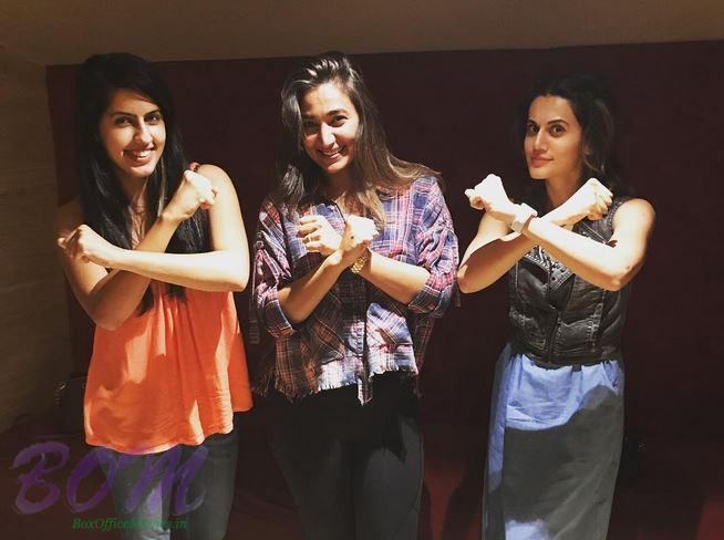 Taapsee Pannu wonder hours with other mates