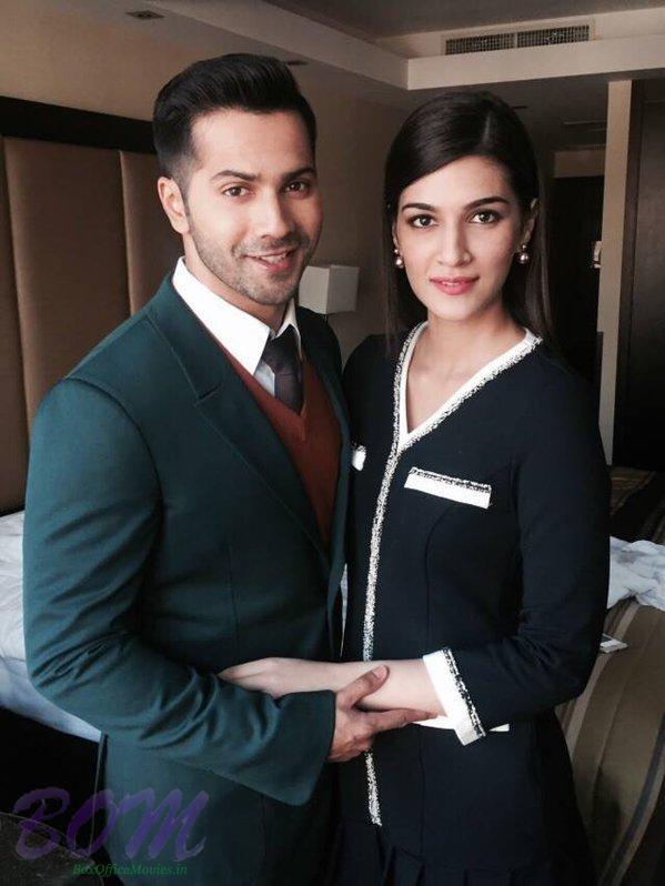 Varun Dhawan and Kriti Sanon latest charming picture