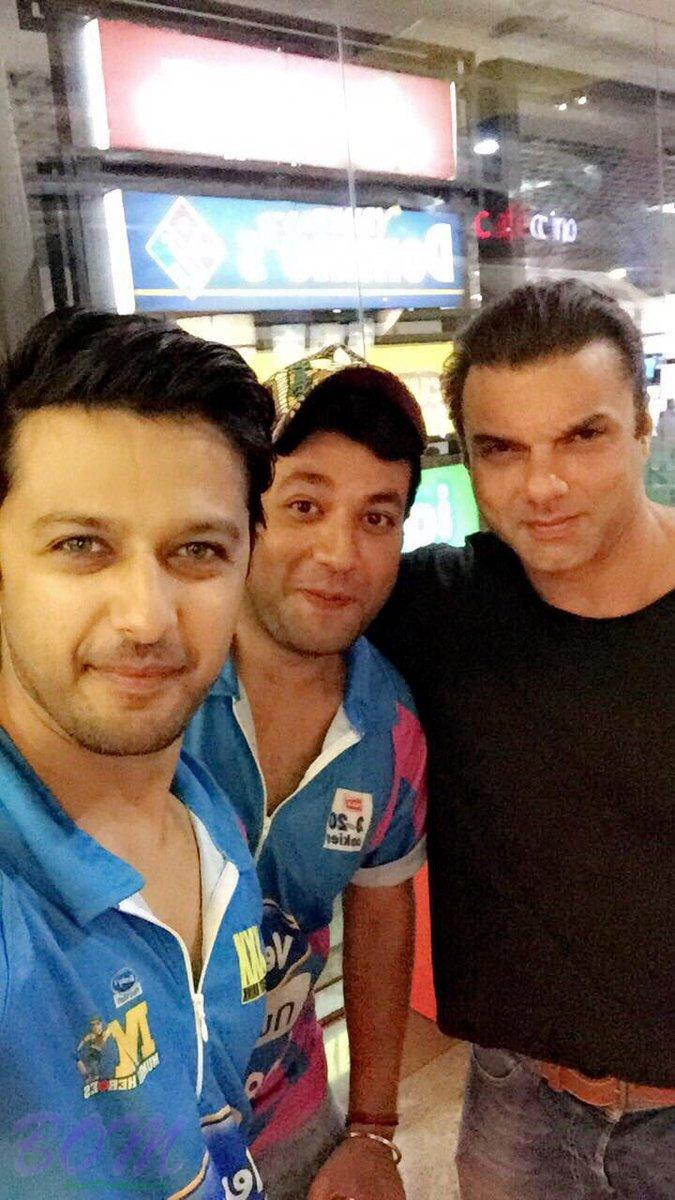Varun Sharma and Vatsal Sheth with Sohail Khan