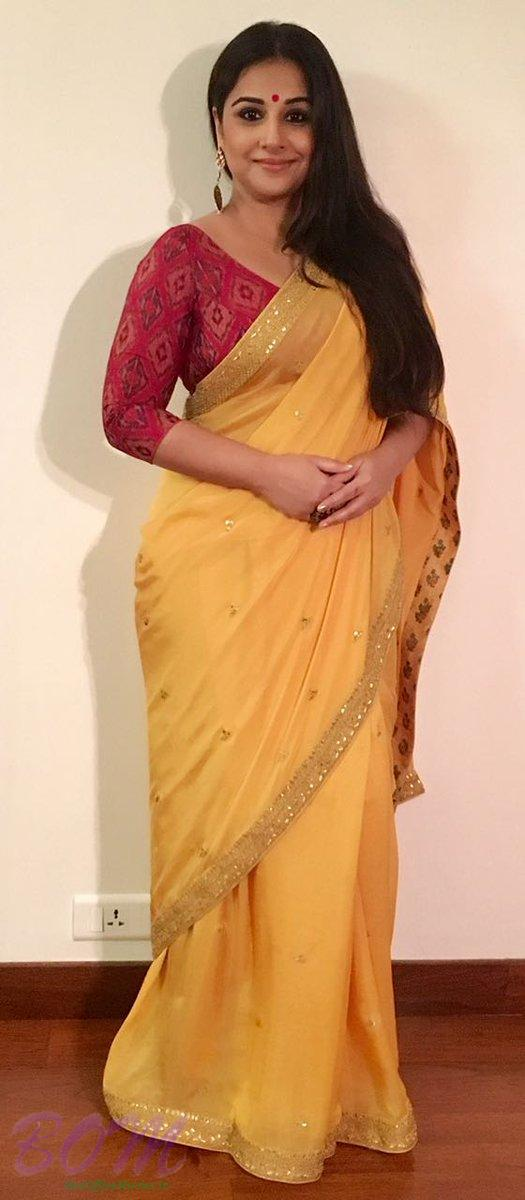 Vidya Balan is one of the most amazing actress from Bollywood who looks awesome in classical Indian dresses.