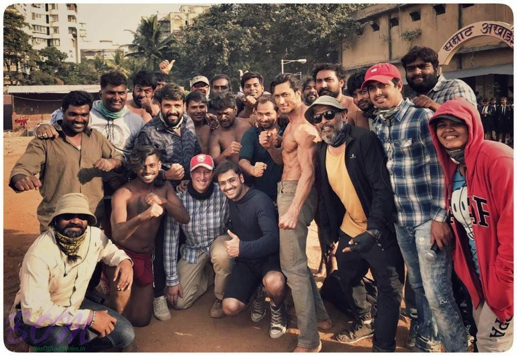 Vidyut Jammwal with the team of Commando 3 movie