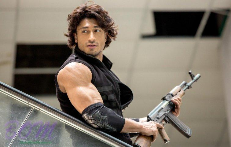 Vidyut Jammwal in a scene of Commando 2 movie