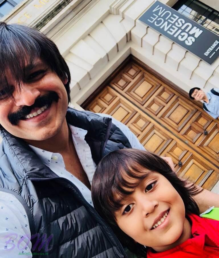 Vivek Anand Oberoi selfie with his son at science museum entrance