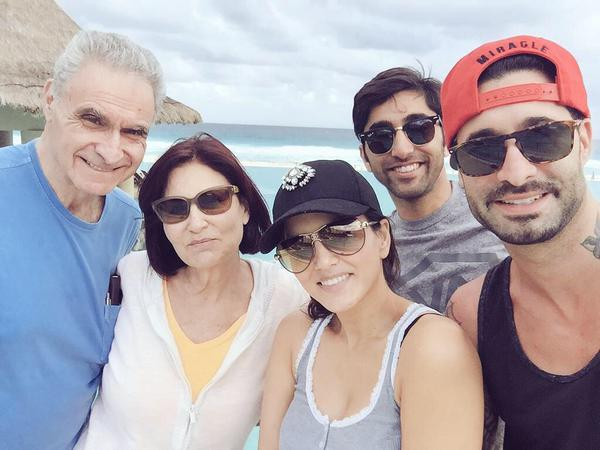Another lovely picture of Sunny Leone with husband Daniel Weber, Daniel mother and father, Sunny's brother chef Sundeep during family holidays