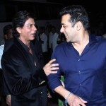 Watch this unbelievable picture of Shahrukh Khan and Salman Khan to know the new cracking chemistry between them. Becoming huge FAN of both Raees and Sultan of Bollywoood.