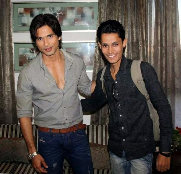 unseen picture of Shahid Kapoor with Fan